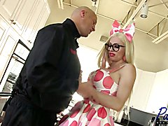 hot MILF Tara Emory wants anal sex in her kitchen