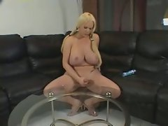 Chubby tranny cums on table