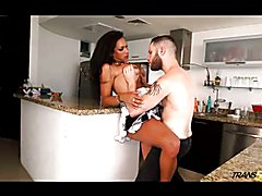 Trans500 sexy Jhoany fucked in kitchen