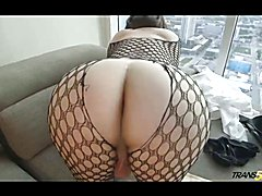 Booty shemale in fishnet makes solo