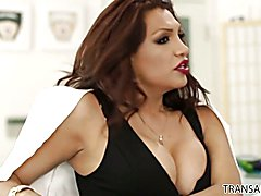 Jessy Dubai gives Heather Vahn a lesson