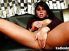 Latin TS Cutie Duda Lopez Gets Herself Off