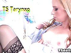 TS Tarynxo fucks a muscular girl