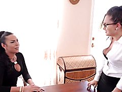 MatureTranny & Tenn Chick's Office Romance!