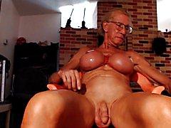 Lovedildos milking nipple & climax