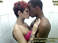 Sabrina prezotte e rafa dotadÃo, fudendoo no banho... travesti sendo arrombada gostoso no banheiro pelo seu parceiro tarado.