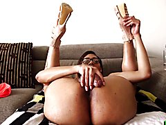 Transsexual with glasses shakes her ass